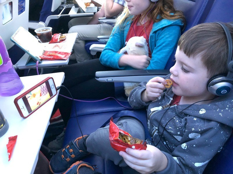 Tips for traveling with children on a plane